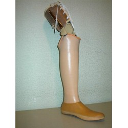 Műanyag protézis lábszárcsonkra, izületes oldalsínnel